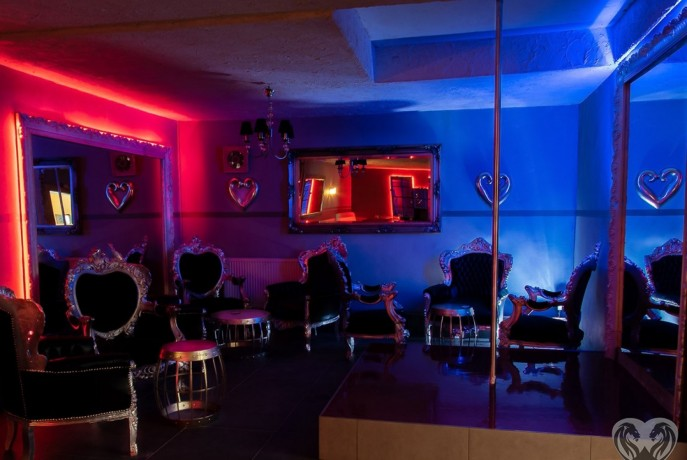 night-club-germania-dame-de-companie-big-1